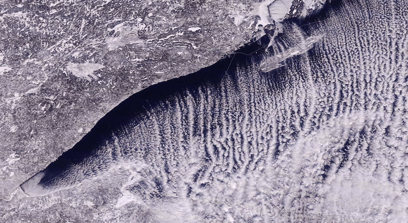 050064-20200213-lake-effect-snow-over-lake-superior.png